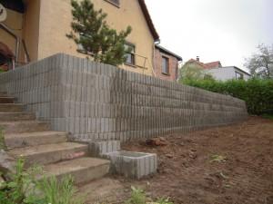 Neubau Gartenstützmauer